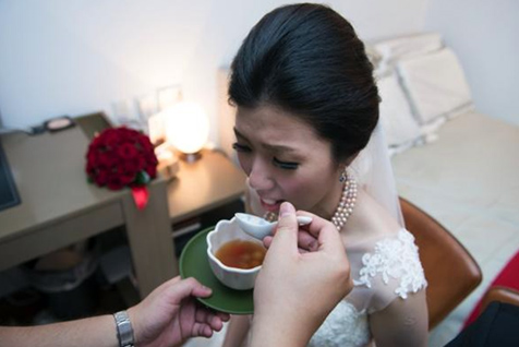 Eating Glutinous Rice Balls in the Bridal Room